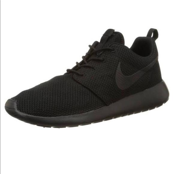 reputable site 7b027 8beac All Black Nike Roshe Ones